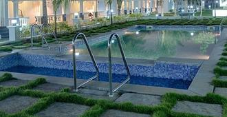 Varuna Inn Banquets & Resort - Chennai - Pool