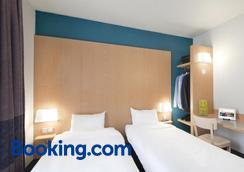 B&b Hotel Grenoble Centre Alpexpo - Grenoble - Bedroom