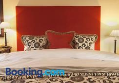 The Bear Of Rodborough Hotel - Stroud - Bedroom