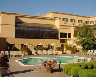 Monarch Hotel and Conference Center - Clackamas - Pool