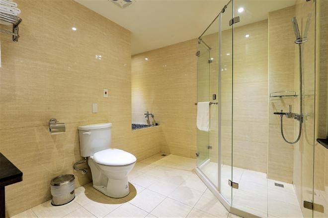 J Hotel - Kaohsiung - Bathroom