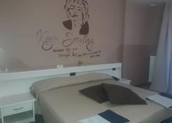أوتل ستاتسيونا - باراتيكو - غرفة نوم
