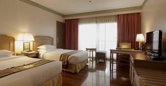 Waterfront Insular Hotel Davao - Dávao - Habitación