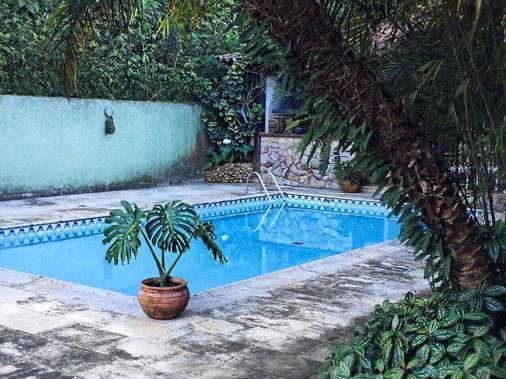 聖薩巴斯汀套房飯店 - 彼得羅波利斯 - 游泳池
