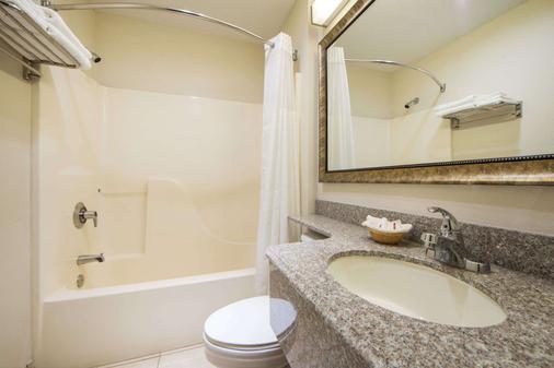 Microtel Inn & Suites by Wyndham Tulsa East - Tulsa - Kylpyhuone