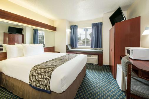 Microtel Inn & Suites by Wyndham Tulsa East - Tulsa - Makuuhuone
