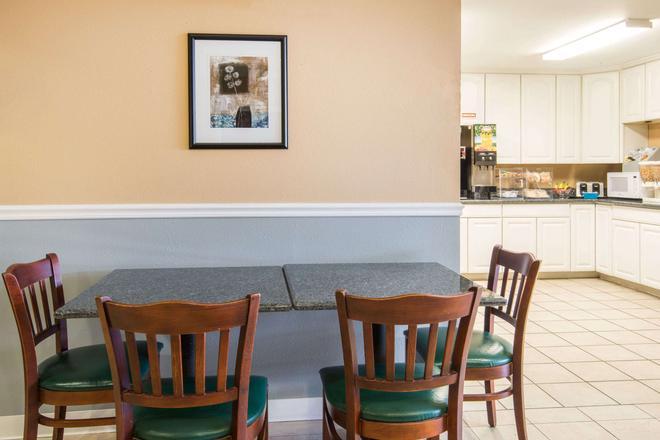 Microtel Inn & Suites by Wyndham Tulsa East - Tulsa - Restaurant
