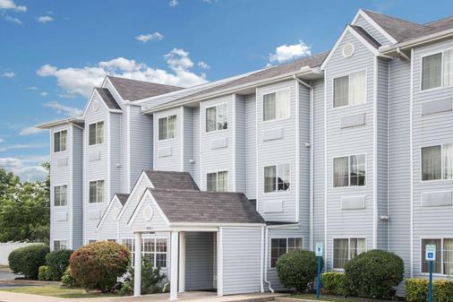 Microtel Inn & Suites by Wyndham Tulsa East - Tulsa - Rakennus