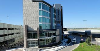 The Grand Winnipeg Airport Hotel by Lakeview - Winnipeg - Toà nhà