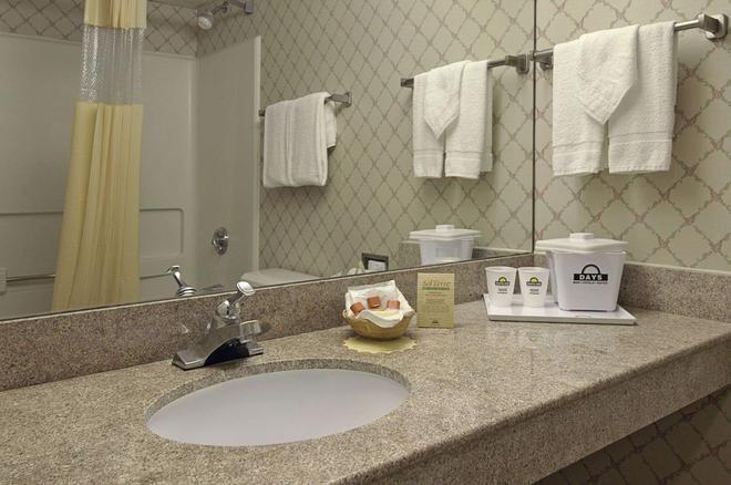 市中心蠔點戴斯酒店 - 紐波特紐斯 - 紐波特紐斯 - 浴室