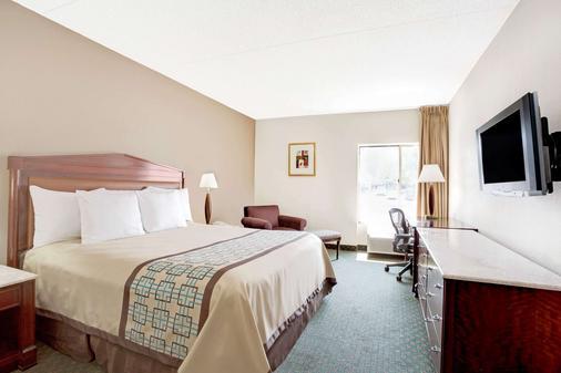 Days Inn by Wyndham Newport News City Center Oyster Point - Newport News - Bedroom