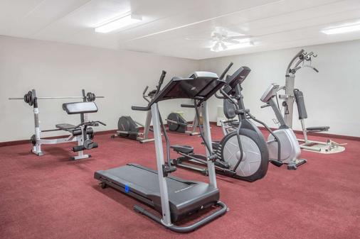 Super 8 by Wyndham Bedford - Bedford - Fitnessbereich