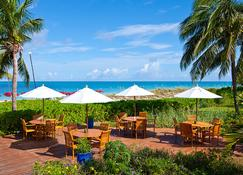 Royal West Indies Resort - Providenciales - Patio