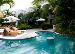 Royal West Indies Resort - Providenciales - Bina