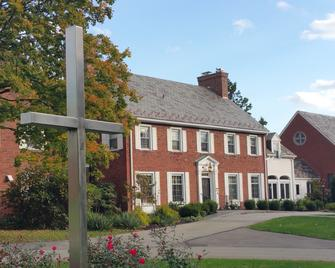 Robertshaw Country House Bed & Breakfast - Greensburg - Building
