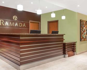 Ramada by Wyndham Carlyle - Carlyle - Рецепція
