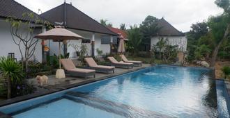 Ampel Lembongan Hostel - Nusa Penida - Piscina