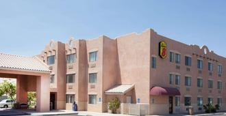 Super 8 by Wyndham Yuma - Yuma - Building