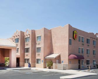 Super 8 by Wyndham Yuma - Yuma - Building
