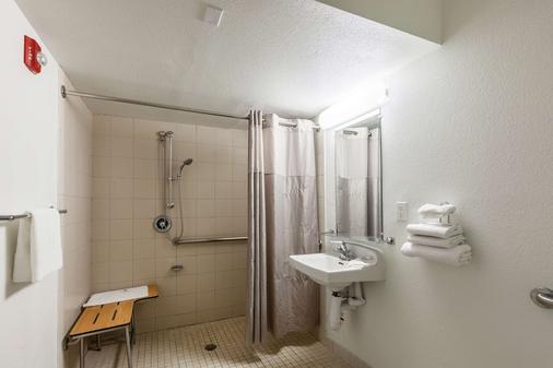 休斯敦 NASA 6 號汽車旅館 - 韋伯斯特 - 韋伯斯特 - 浴室
