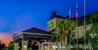 La Quinta Inn & Suites By Wyndham Kingwood Houston Iah Airpt - Houston - Gebäude
