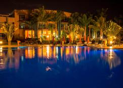Protea Hotel by Marriott Entebbe - Entebbe - Svømmebasseng