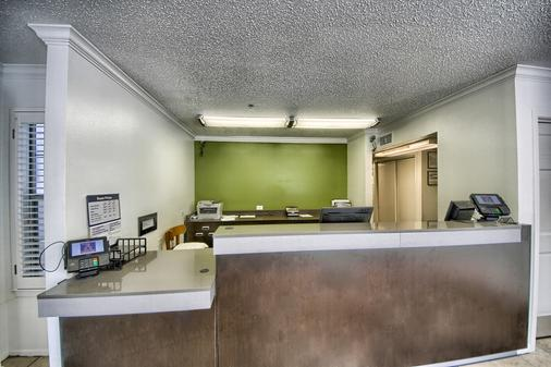 Studio 6 San Antonio - Medical Center - San Antonio - Front desk