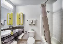 Studio 6 San Antonio - Medical Center - San Antonio - Bathroom