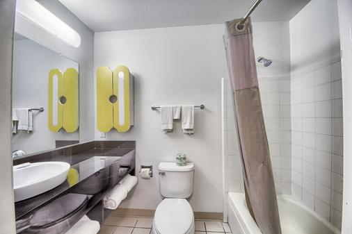 Studio 6 San Antonio Medical Ctr - San Antonio - Bathroom