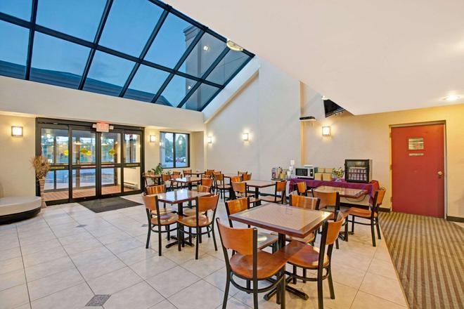 Days Inn by Wyndham Parsippany - Parsippany - Restaurant