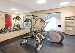 Days Inn by Wyndham Parsippany - Parsippany - Fitnessbereich
