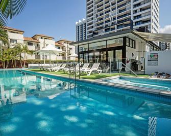 Ultra Broadbeach - Broadbeach - Pool