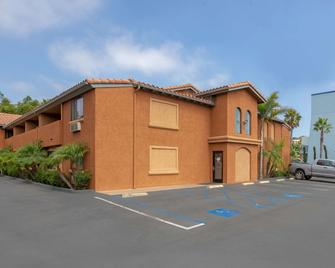 Quality Inn & Suites Oceanside Near Camp Pendleton - Oceanside - Gebouw