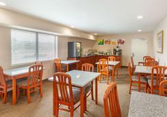 Quality Inn & Suites Oceanside Near Camp Pendleton - Oceanside - Restaurant