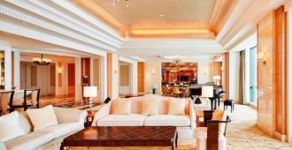 Sheraton Jinan Hotel - Jinan - Living room