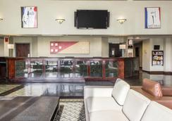 Clarion Hotel & Conference Center - Ronkonkoma - Lobby