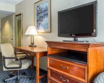 Clarion Hotel & Conference Center - Ronkonkoma - Room amenity