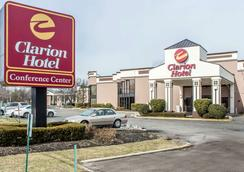 Clarion Hotel & Conference Center - Ronkonkoma - Building