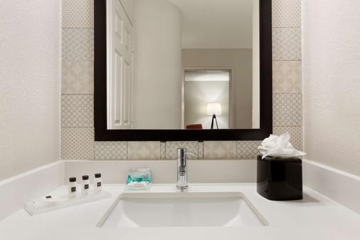 Country Inn & Suites San Antonio Med Ctr - San Antonio - Banheiro