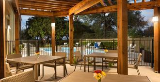 Country Inn & Suites San Antonio Med Ctr - סן אנטוניו - פטיו
