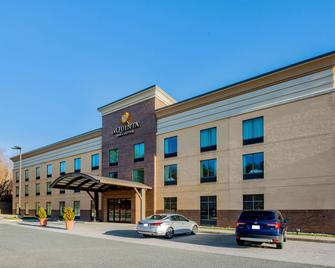 La Quinta Inn & Suites by Wyndham Edgewood / Aberdeen-South - Edgewood - Building