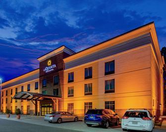 La Quinta Inn & Suites by Wyndham Bel Air/I-95 Exit 77A - Edgewood - Building