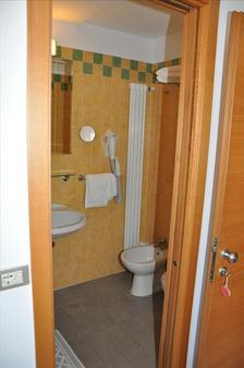 Hotel Plaza - Rimini - Bathroom