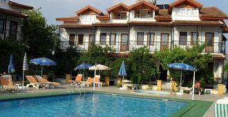 Villa Ozalp Apartments - Dalyan (Mugla) - בריכה