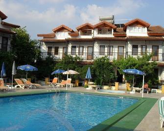 奧扎爾普別墅公寓酒店 - 達利安 - 游泳池