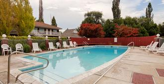 Baugh Motel, SureStay Collection by Best Western - Logan - Pool