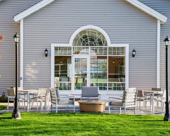 Country Inn & Suites by Radisson, Milwaukee W, WI - Brookfield - Patio