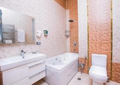 Admiral Hotel Baku - Baku - Bathroom