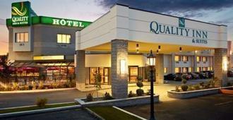 Quality Inn & Suites Brossard - Brossard