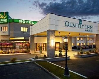 Quality Inn & Suites Brossard - Броссар - Building